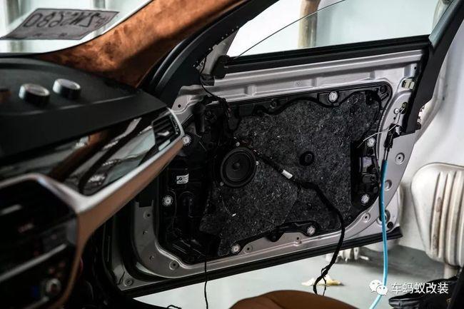 宝马新5系改装升级原厂款11色氛围灯